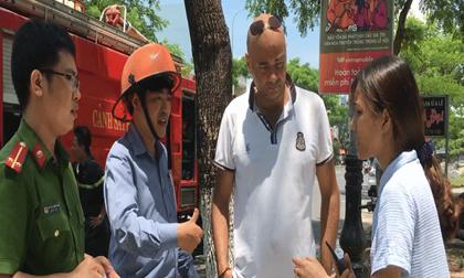 Du khách nước ngoài dũng cảm cứu 2 em nhỏ mắc kẹt trong đám cháy