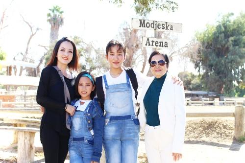 Diễn viên Linh Nga và hai con gái cưng