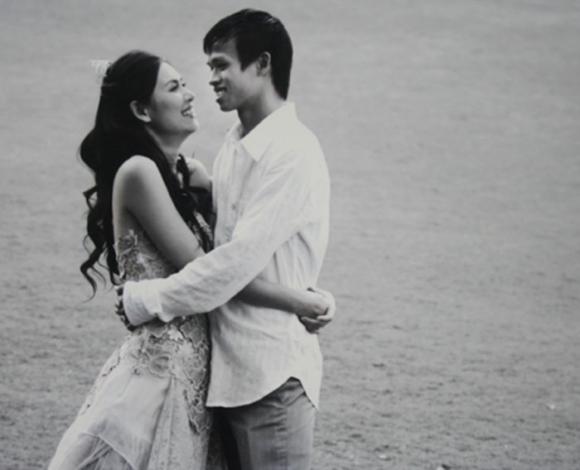 Diễn viên Hà Hương hạnh phúc bên chồng