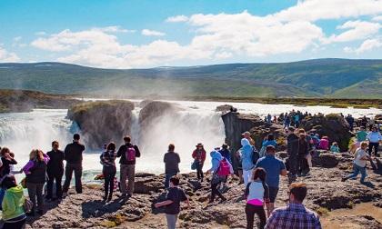 10 địa điểm du lịch nổi tiếng bị mạng xã hội tàn phá