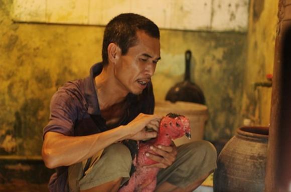Diễn viên Phú Đôn gây ấn tượng trong mắt khán giả với hình ảnh một người đàn ông có gương mặt khắc khổ.
