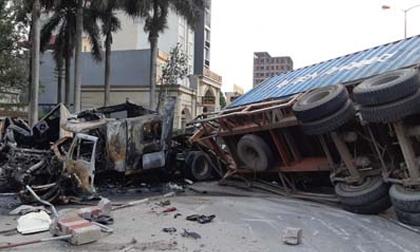 Hải Phòng: 2 xe container đâm nhau kinh hoàng, ít nhất 1 người chết