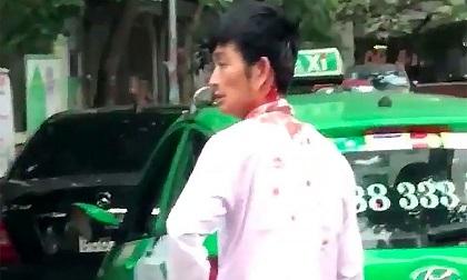 Sự thật bất ngờ vụ tài xế taxi bị người đàn ông đi Mercedes đánh