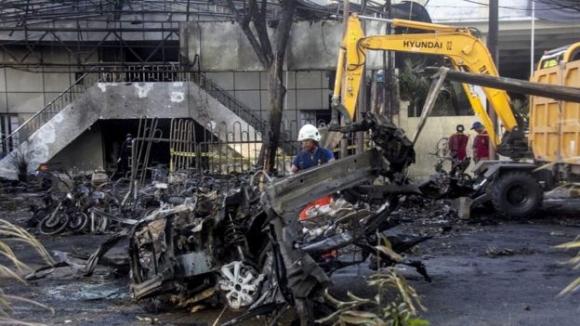 Chi tiết vụ gia đình 6 người đánh bom tự sát gây kinh hoàng ở Indonesia - 2