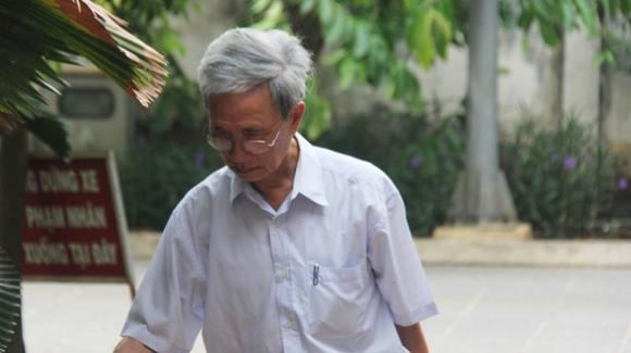 Toa toi cao rut ho so vu ong Nguyen Khac Thuy dam o tre em