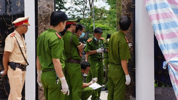 Hà Nội: Con gái chém chết mẹ ruột rồi toan nhảy cầu tự tử