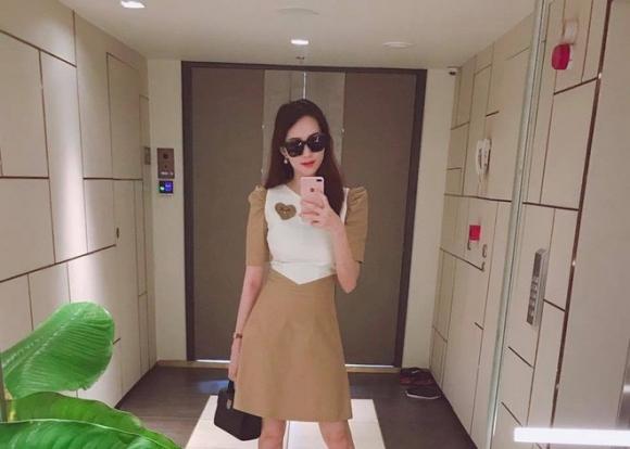 Hoa hậu Đặng Thu Thảo khoe nhan sắc rực rỡ kinh ngạc sau 2 tháng sinh con gái đầu lòng - Ảnh 2.