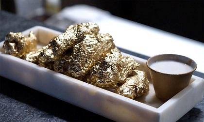 Cận cảnh món cánh gà chiên bọc vàng 24K chỉ có ở Mỹ