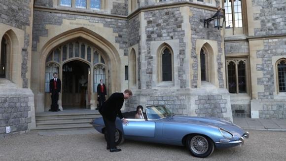 Mẫu xe điện đẹp nhất thế giới Hoàng tử Harry dùng để rước dâu