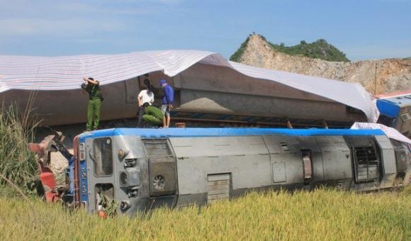 Ai phải bồi thường thiệt hại trong vụ lật tàu 12 người thương vong?
