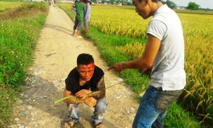 Dân bắt trói nhóm người 'bảo kê' máy gặt lúa