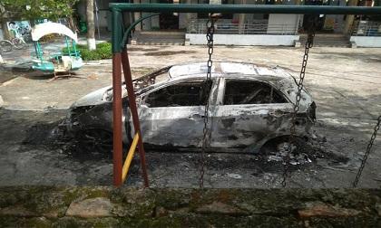 Xe ô tô của sư trụ trì bốc cháy dữ dội trong trường mầm non