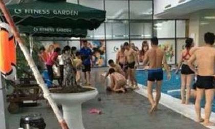 Bé trai đuối nước khi theo mẹ đến đăng ký học bơi