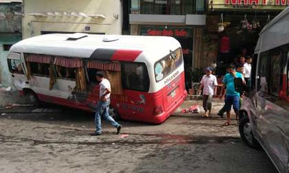 Xe khách mất phanh gây tai nạn tại Cát Bà, 10 người bị thương