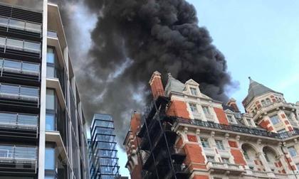 Khách sạn 5 sao ở trung tâm thủ đô London bốc cháy đùng đùng