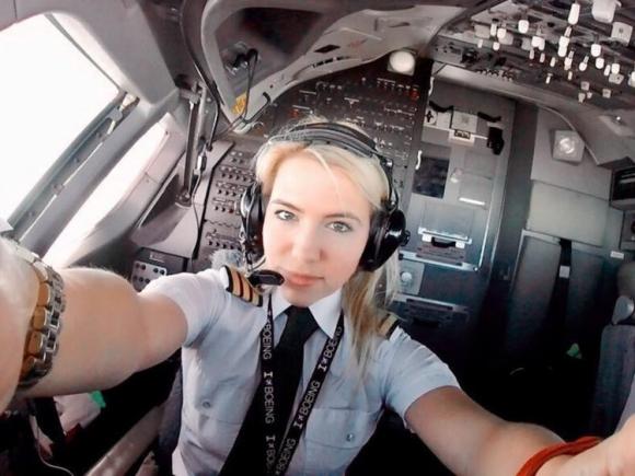 Ngắm nhan sắc của các nữ phi công xinh đẹp nhất thế giới - 1