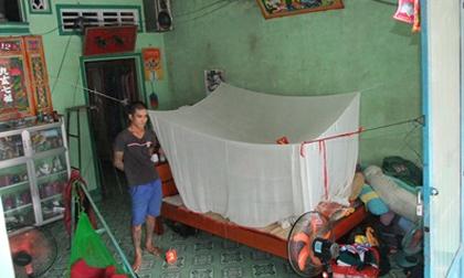 Vợ đang bế con 2 tháng tuổi nằm trong màn, bị chồng chém suýt chết