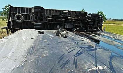 Xe tải, xe khách và xe container đâm liên hoàn trên tuyến tránh TP.Vinh