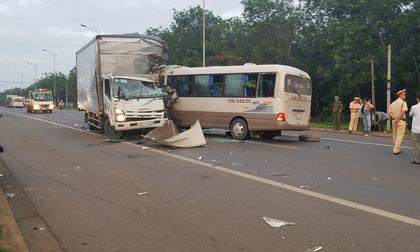 Xe khách tông xe tải trên Quốc lộ 20, 18 người đi cấp cứu