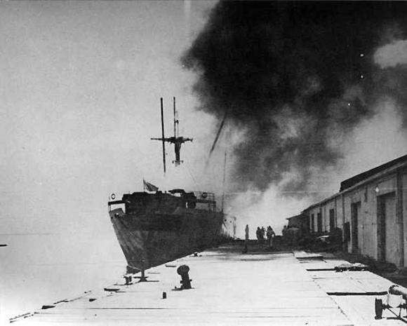 Vụ nổ tàu chết chóc nhất nước Mỹ, thổi bay cả sà lan và máy bay - 3