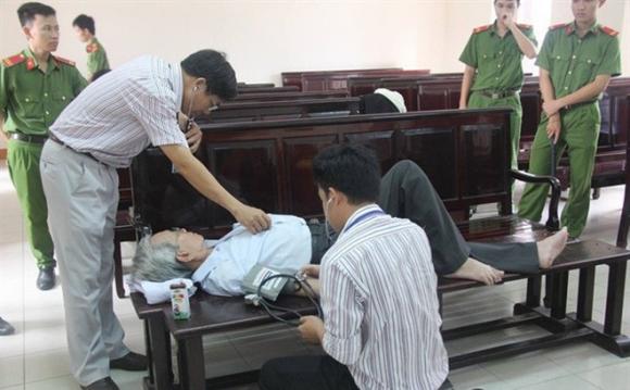 Người dân cung cấp clip, ông Nguyễn Khắc Thủy không thể xin hoãn thi hành án? - Ảnh 1.