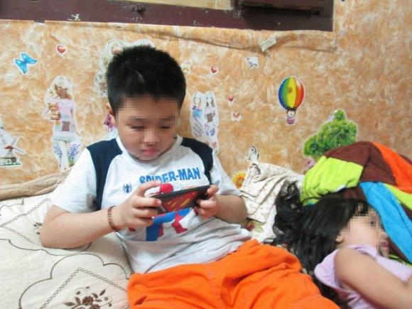 Cuộc sống của bé trai 10 tuổi bị bố và mẹ kế bạo hành đến rạn sọ não ở Hà Nội giờ ra sao?