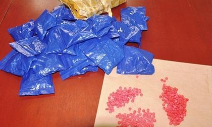 Thanh Hóa: Cất giấu gần 6.000 viên hồng phiến trong bao tải đựng lúa