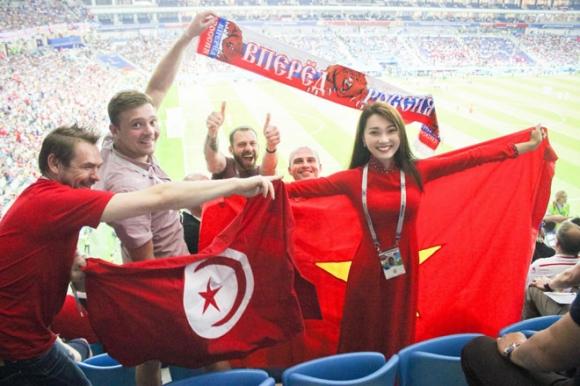 """""""Bạn gái tin đồn"""" Văn Đức U23 sang tận Nga xem World Cup - 2"""