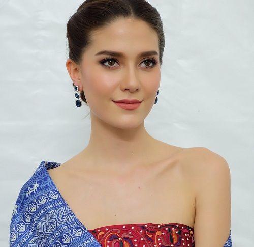 Huyền My là 1 trong 19 hoa hậu đẹp nhất hành tinh 2017 - 4