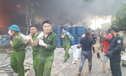 Hơn 800 người tham gia dập lửa vụ cháy kho nhựa thông ở Quảng Ninh