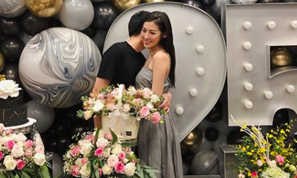 Lộ ảnh Tú Anh công khai thân mật với hôn phu sau khi tuyên bố chuyện kết hôn