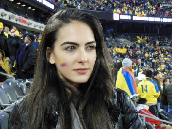 Dân mạng truy tìm thông tin cô gái gây thương nhớ là fan Colombia