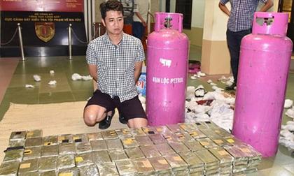 Quái chiêu kiểm soát đàn em của trùm ma túy vừa bị cảnh sát nổ súng, bao vây ở Sơn La