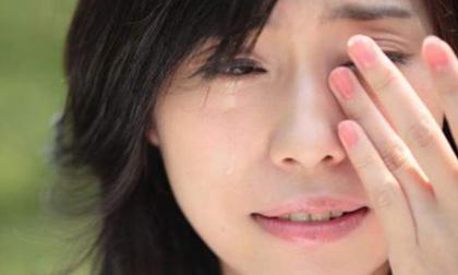 Rơi nước mắt khi biết được câu chuyện đằng sau thỏi son môi trên xe chồng