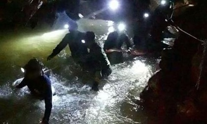 Tìm thấy 12 cậu bé trong đội bóng và huấn luyện viên sau 9 ngày mất tích tại Thái Lan