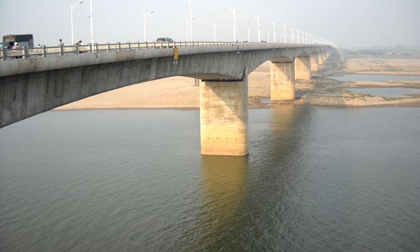 Phát hiện thi thể nam thanh niên ở chân cầu Vĩnh Tuy