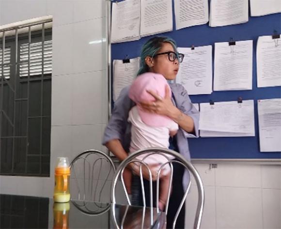 Trung tâm bảo trợ xã hội Hà Nội bàn giao Bella và con trai về địa phương - Ảnh 1.