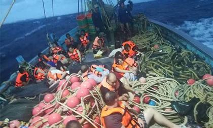Tàu du lịch chìm ở Phuket, 49 người mất tích