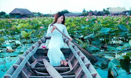 Giới trẻ phát sốt với đầm sen đẹp ngỡ ngàng giữa lòng Sài Gòn
