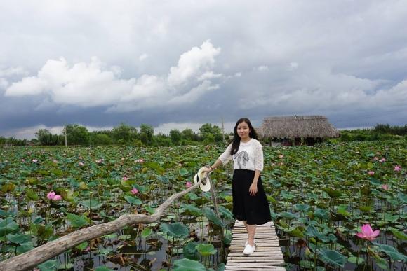 Giới trẻ phát sốt với đầm sen đẹp ngỡ ngàng giữa lòng Sài Gòn - 3