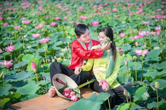 Giới trẻ phát sốt với đầm sen đẹp ngỡ ngàng giữa lòng Sài Gòn - 7