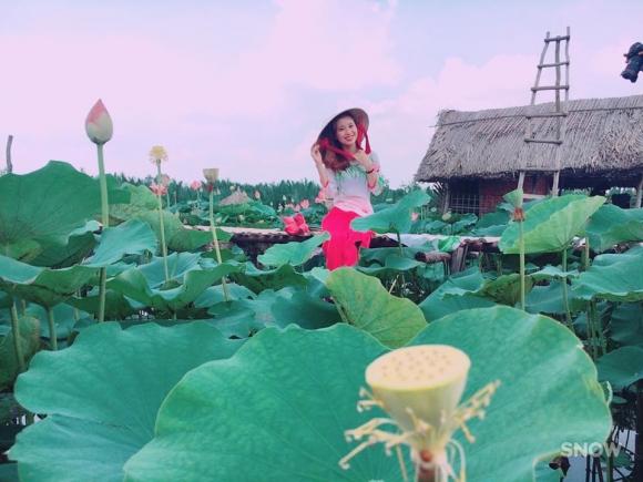 Giới trẻ phát sốt với đầm sen đẹp ngỡ ngàng giữa lòng Sài Gòn - 9