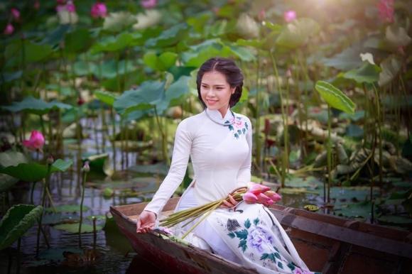 Giới trẻ phát sốt với đầm sen đẹp ngỡ ngàng giữa lòng Sài Gòn - 10