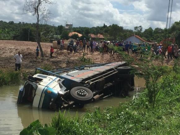 Tai nạn kinh hoàng ở Bình Dương, 3 người tử nạn  - ảnh 3