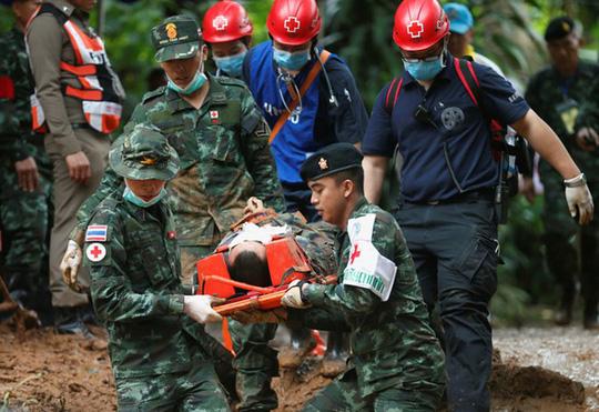 Thái Lan: Rục rịch giải cứu đội bóng mắc kẹt, sẽ đưa 4 em ra trước