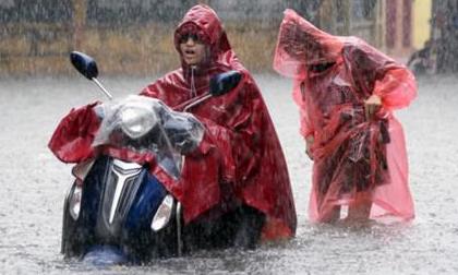 Tin mới thời tiết 8/7: Hà Nội mưa lớn và dông mạnh, 9 tỉnh đối mặt nguy cơ lũ quét