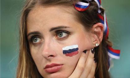 Những 'bóng hồng' Nga bật khóc khi đội nhà dừng bước ở World Cup