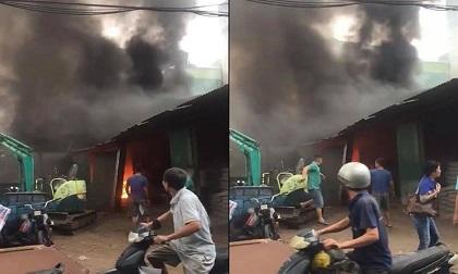 Cháy cửa hàng vật liệu xây dựng, nhiều người tháo chạy