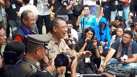Giải cứu đội bóng Thái Lan: Cha mẹ không biết con thoát khỏi hang - 2