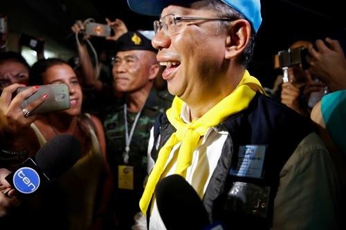 Người Thái ăn mừng suốt đêm vì chiến dịch giải cứu đội bóng thành công - 2